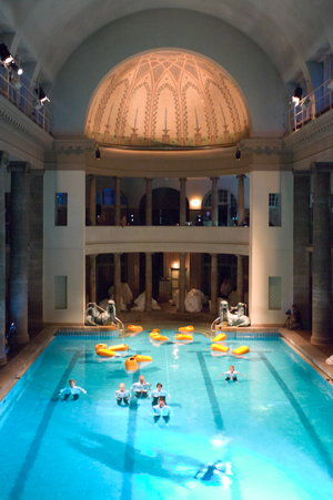 Underwater-opera in Neukölln's historic bath