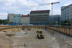 Hole in Mitte for a single tenant block